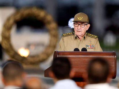Raúl Castro en un acto por el 60 aniversario de la revolución en Santiago de Cuba.