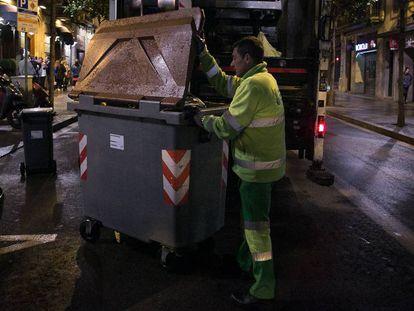 Recogida de la basura en Barcelona.