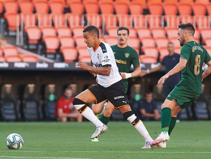 Rodrigo Moreno, en un partido con el valencia el pasado julio ante el Athletic en San Mamés.