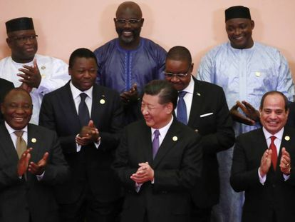 Xi Jinping con un grupo de mandatarios africanos en el Foro de Cooperación China-África.