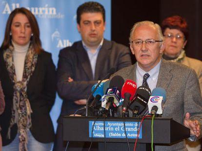 El alcalde de Alhaurín el Grande, Juan Martín Serón (PP), en la rueda de prensa tras su condena