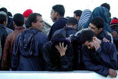 Detención de 186 magrebíes y subsaharianos cuando intentaban llegar a las playas de Tarifa.
