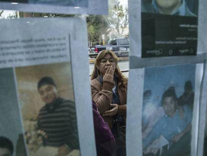 Familiares de desaparecidos tras la explosión en Tlahuelilpan buscan información sobre sus seres queridos.