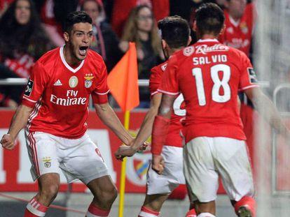 El exdelantero del Atlético de Madrid celebra su gol