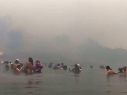 Supervivientes de los incendios de Grecia muestran en grabaciones caseras cómo escaparon de las llamas
