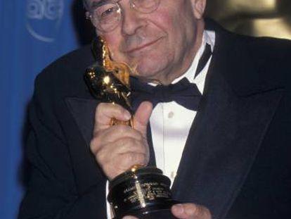 Stanley Donen, con el Oscar de Honor de 1998.