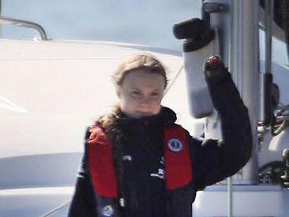 La activista sueca llega a Lisboa en catamarán. Su larga travesía  es el mensaje , dice