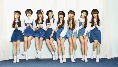 Las ocho integrantes del grupo Oh My Girl, que realizan K-pop.