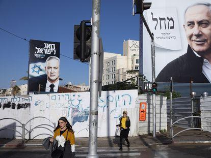 Carteles de Benny Gantz y Benjamín Netanyahu en la campaña electoral de marzo.