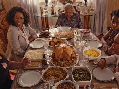 Una imagen del capítulo de 'Acción de Gracias' de la segunda temporada de la serie 'Master of None'.