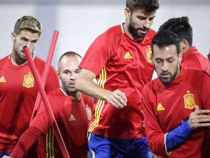 Jugadores de España entrenan en Albania.