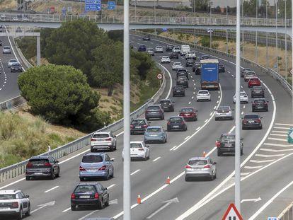 Vehículos en la carretera A6 a A Coruña en Madrid, el pasado viernes.