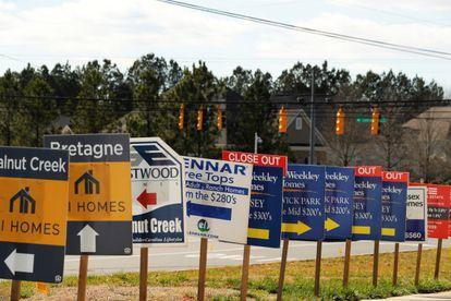 Anuncios inmobiliarios en el condado de York (Carolina del Sur, EE UU), en febrero de 2020.