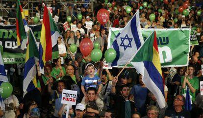 Israelíes participan en Tel Aviv en un acto de la izquierda.