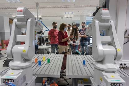 Aula de robótica en la Universidad de Alicante, el pasado mayo.