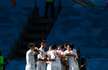 La selección española celebra uno  de los goles en La Cartuja (Sevilla).