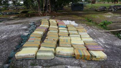 Un cargamento de marihuana colombiana incautado por el Ejército colombiano en la región amazónica de camino a Brasil.