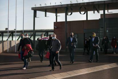 De izquierda a derecha, Rull, Forn, Cuixart, Sanchez, Turull, Romeva y Junqueras saliendo de la prisión de Lledoners el pasado 29 de enero.