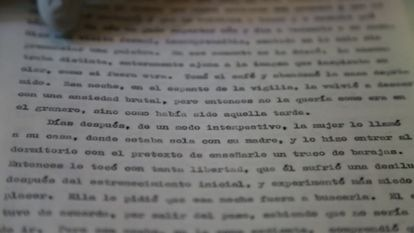 """Mecanuscrito original de """"Cien años de soledad"""" con anotaciones a mano de Gabriel García Márquez en la Casa Museo Guillermo Tovar de Teresa."""