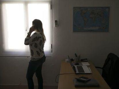 El empleo despierta entre los jóvenes , pero están condenados a bajos salarios que siguen descendiendo