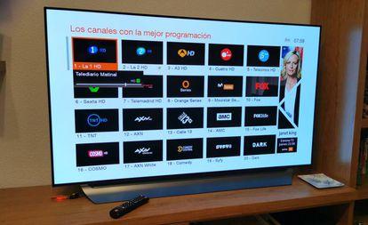 Sintonización de canales en un televisor.
