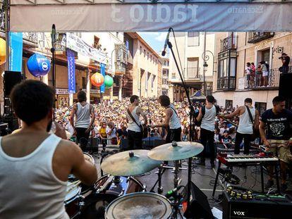 Actuación del grupo La M.O.D.A. en el festival Sonorama.