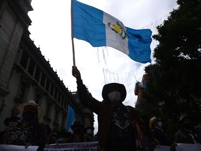 Autoridades indígenas de Guatemala protestan contra del presidente del país, Alejandro Giammattei, el pasado 24 de noviembre.