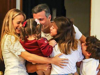 Leopoldo López se reúne con su familia en Madrid.