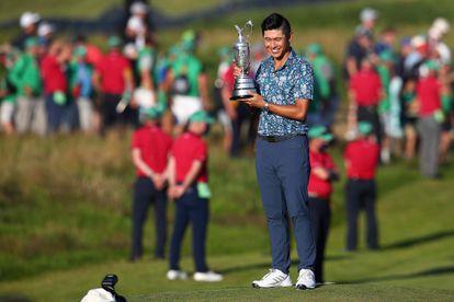 Morikawa con el trofeo del Open Británico.