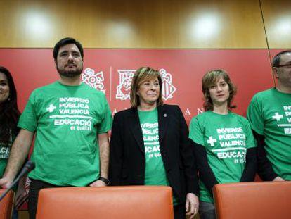 El grupo de Esquerra Unida del País Valencià en las Cortes durante la presentación de medidas contra la Lomce.