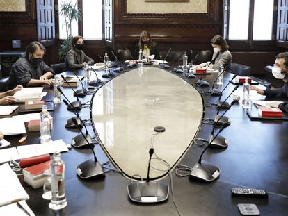 La primera reunión de la Mesa del Parlament, este miércoles, tras la renuncia de Jaume Alonso Cuevillas.
