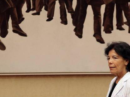 La ministra de Educación y Formación Profesional, Isabel Celaá, momentos antes de su comparecencia.