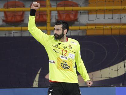 Rodrigo Corrales celebra una parada contra Noruega.