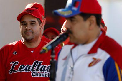 Nicolás Maduro Guerra, el hijo del presidente de Venezuela Nicolás Maduro, observa a su padre durante un discurso en Caracas en 2018.