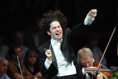 Gustavo Dudamel, en plena acción con la batuta.