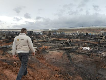 Asentamiento chabolista arrasado por el fuego la madrugada de este domingo en Níjar (Almería).