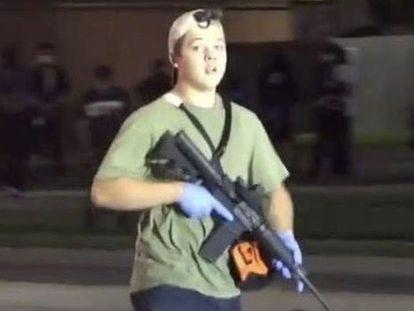 Captura de un vídeo de Kyle Rittenhouse, durante la noche del tiroteo.