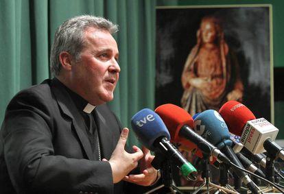 El obispo de Bilbao, Mario Iceta, en rueda de prensa.