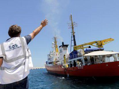 La solución española aviva el debate político y legal sobre los rescates en el Mediterráneo porque las ONG dicen que repetirla es inviable