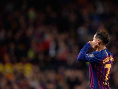 Coutinho se tapa los oídos dirigiéndose a la grada del Camp Nou tras marcar al United.