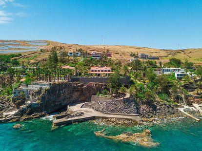 Acceso privado a la playa en la villa alquilada por Cristiano Ronaldo en Caniçal (Portugal).