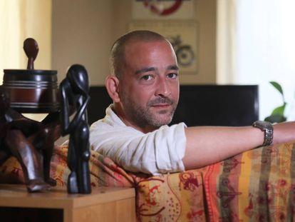 Julio Mª Martinez Aniceto, uno de los responsables de bioseguridad de la OMS, en su casa en Madrid.