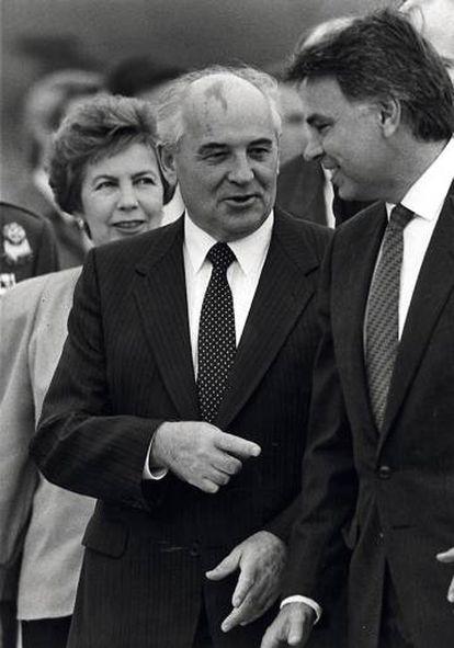 En julio de 1991, un mes antes del golpe de Estado que sacudió a la Unión Soviética, González se reunió con Gorbachov en el Kremlin y hablaron de cambios en la URSS.