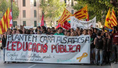Los estudiantes protestan en Palma de Mallorca contra los recortes y la reforma lingüística en Baleares, en mayo de 2012.