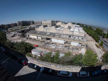 Demolición de los edificios sin proteger de la antigua fábrica Clesa, Madrid.