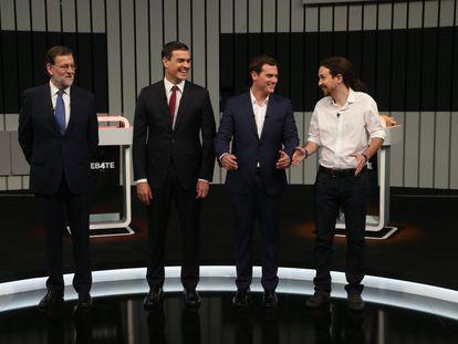 Mariano Rajoy, Pedro Sánchez, Albert Rivera y Pablo Iglesias posan para los medios gráficos antes de iniciarse el debate.