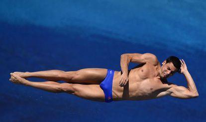 Javier Illana ejecuta un salto de las semifinales de tres metros.