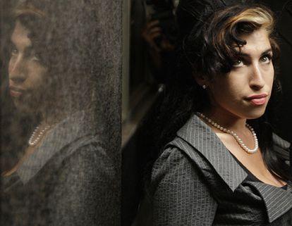 La cantante Amy Winehouse ha sido hallada hoy muerta en su casa Londres, a los 27 años de edad. Imagen datada en julio de 2009.