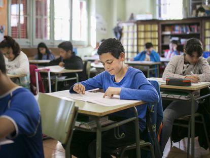 Alumnos del colegio Ramón Llull de Barcelona durante la prueba de primaria, el pasado martes.