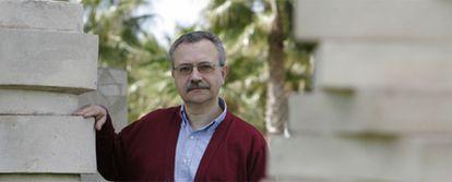 José Luis de la Granja, en el campus de la Universidad de Alicante, donde está impartiendo un curso sobre el nacionalismo vasco.